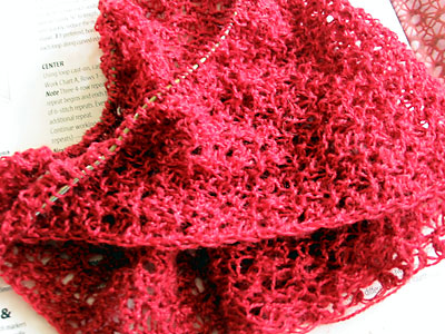 The crumpled Curved Shawl