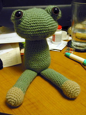 The amigurumi frog has legs